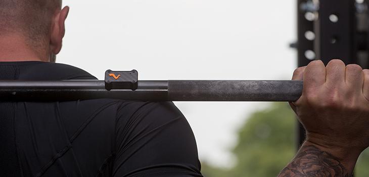 Messgerät Vmax an einer Hantelstange